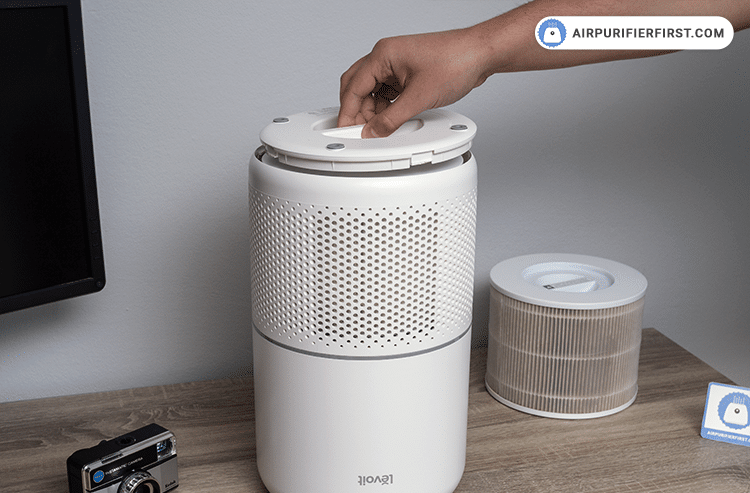 Closing the filter cover