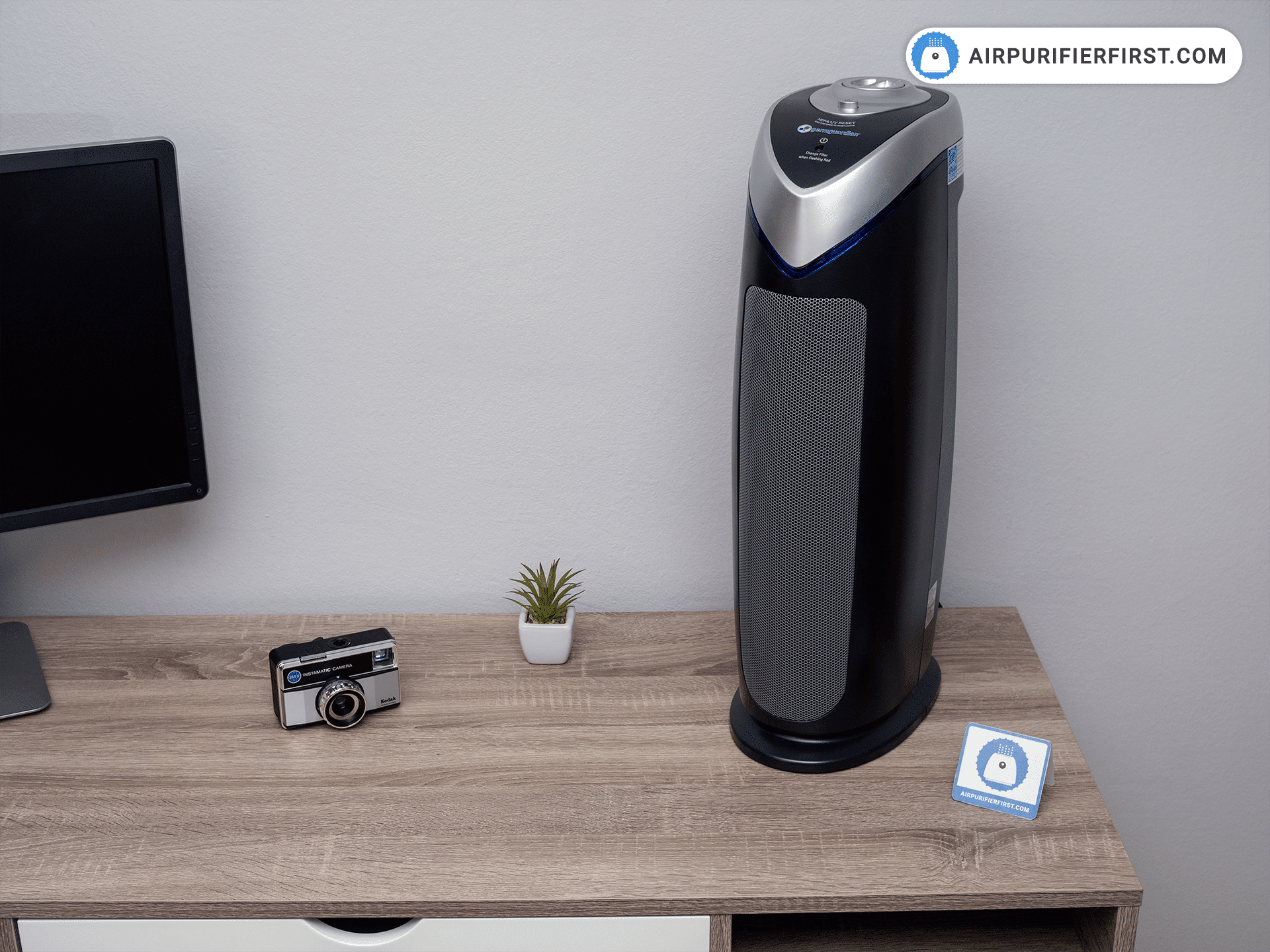 GermGuardian AC4825 Air Purifier Placed On Desk